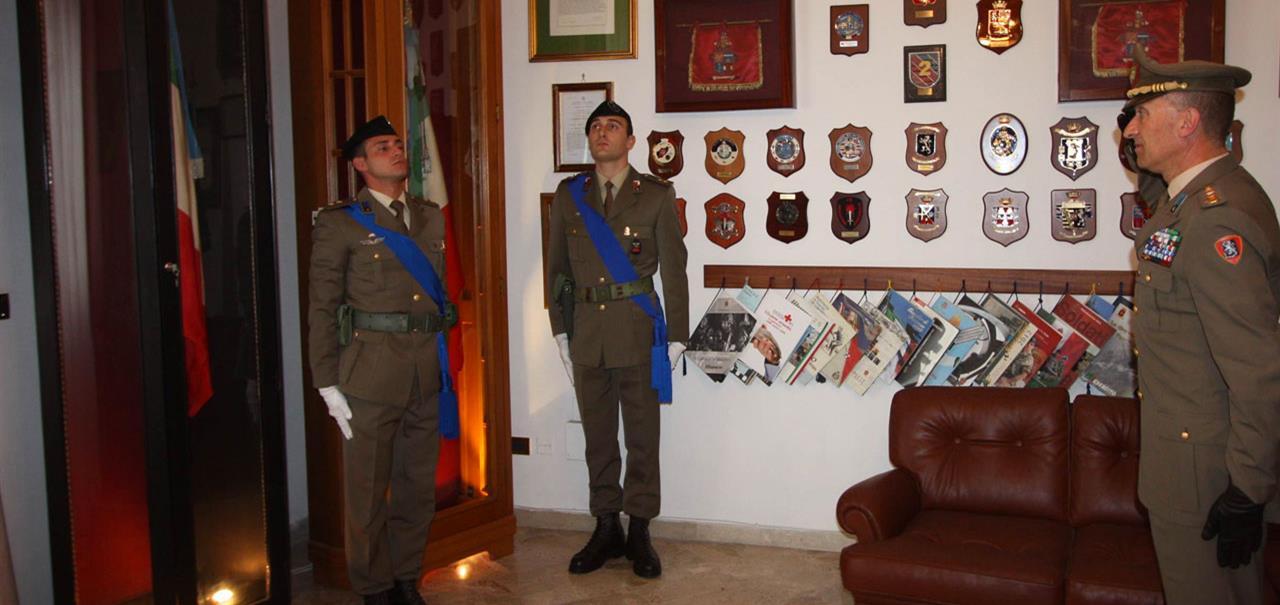 Bandiera di guerra al reggimento logistico aosta for Bandiera di guerra italiana