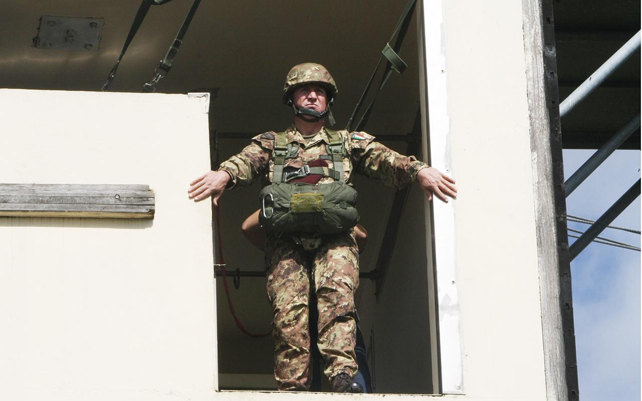 Generale Toscani De Col durante l'attività di ricondizionamento