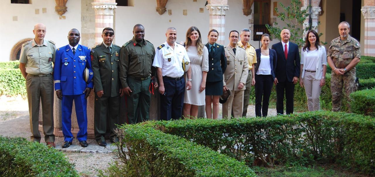 Ufficiali stranieri a scuola di italiano a perugia for Scuola di comunicazione