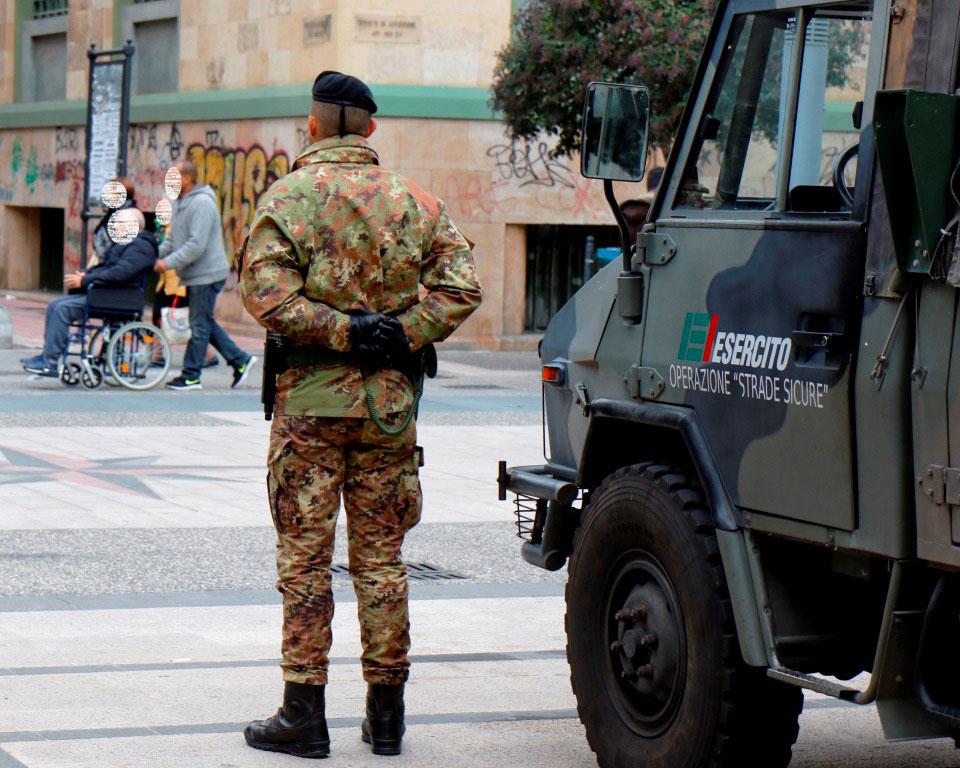 Militari in servizio presso Piazza Umberto Bari