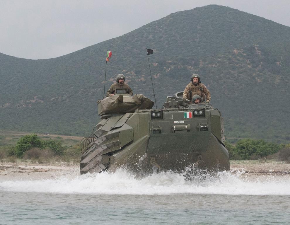 AAV7 del Reggimento Lagunari Serenissima in navigazione